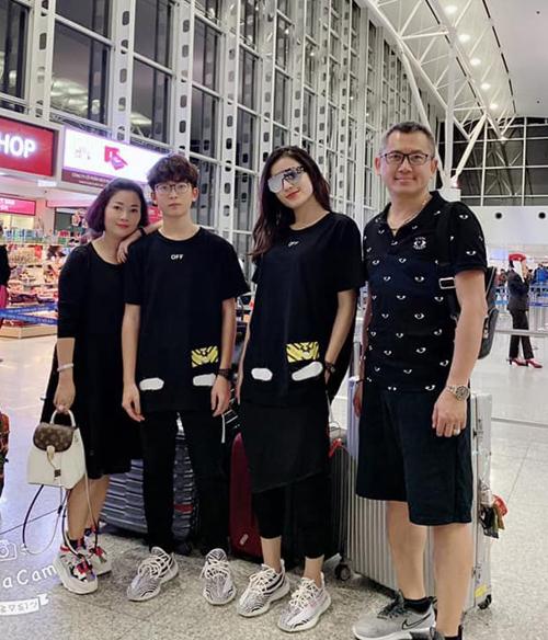 Cả gia đình Huyền My rủ nhau đi du lịch tranh thủ những ngày nghỉ Tết.