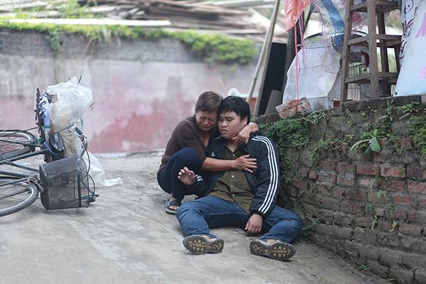 Mẹ con diễn viên Lê Hồ Lan và Dương Long trong một cảnh phim.