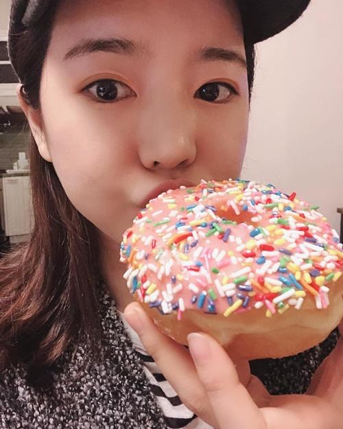 Sunny (SNSD) mặt tròn như chiếc bánh vòng.