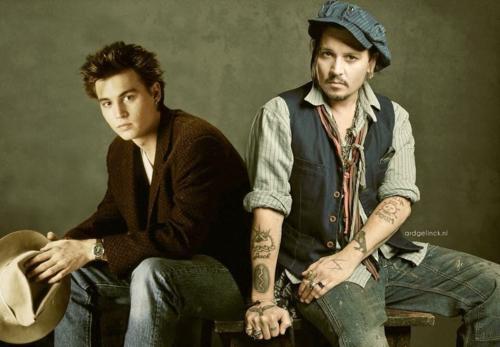 Bên trái là hình ảnh non tơ của Johnny Depp trong giai đoạn thập niên 80. Anh bắt đầu đóng những bộ phim như A Nightmare on Elm Street hay Private Resort. Bên phải là hình ảnh bụi bặm quen thuộc của Johnny Depp kể từ sau khi nổi tiếng với vai thuyền thưởng Jack  Sparrow trong series Cướp biển vùng Caribbean.