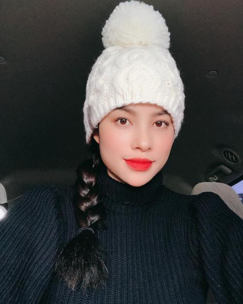 Phạm Hương nửa năm mới khoe hình selfie mới.