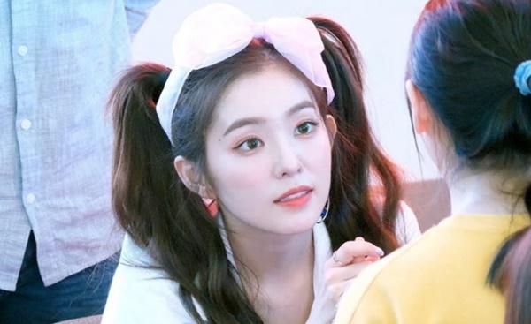 Ánh mắt của visual Red Velvet long lanh rực sáng, đầy ấm áp khi nhìn fan của   mình.