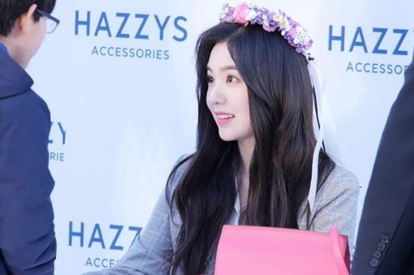 Với hình tượng lạnh lùng, khó tính thường thấy, các fan không khỏi bị sốc khi   nhận thấy Irene ngoài đời thực ấm áp như thế nào.