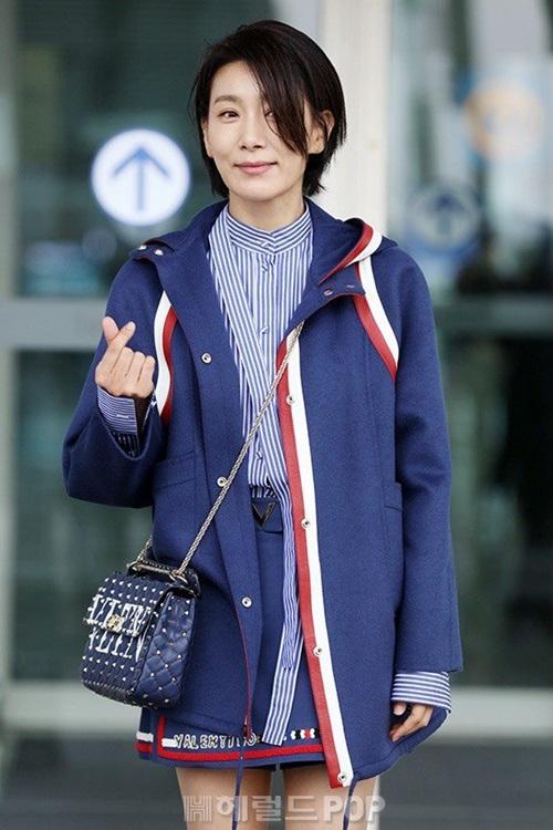 Dàn sao Sky Castle lên đường sang Thái du lịch sau thành công của phim. Kim Seo Hyung có phong cách tươi trẻ so với tuổi.