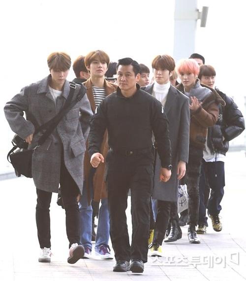 Tập đoàn trai đẹp của nhóm NCT lên đường ra sân bay.