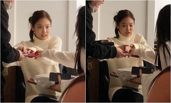 Jennie tranh trả tiền buổi hẹn hò.