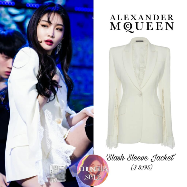Chỉ mới debut được hơn 1 năm, nhưng cực thành viên nhóm IOI Chung Ha đã gặt hái được nhiều thành công, chính vì vậy cô nàng cũng chịu chi cho những bộ trang phục trên sân khấu hơn. Mới đây, cô nàng đã diện luôn một bộ cánh của Alexander McQueen trị giá 74 triệu đồng.
