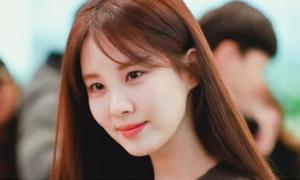 Krystal mặc đồ giấu dáng, Seo Hyun khoe nhan sắc rạng rỡ ở sân bay