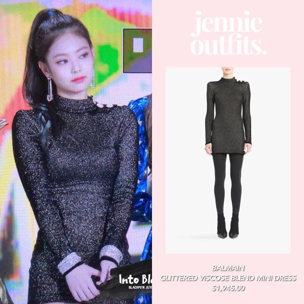 Hết chơi lớn trong MV long lanh của mình, Jennie lại một lần nữa chứng tỏ đẳng cấp khi mang hẳn chiếc váy body của Balmain lên sân khấu.