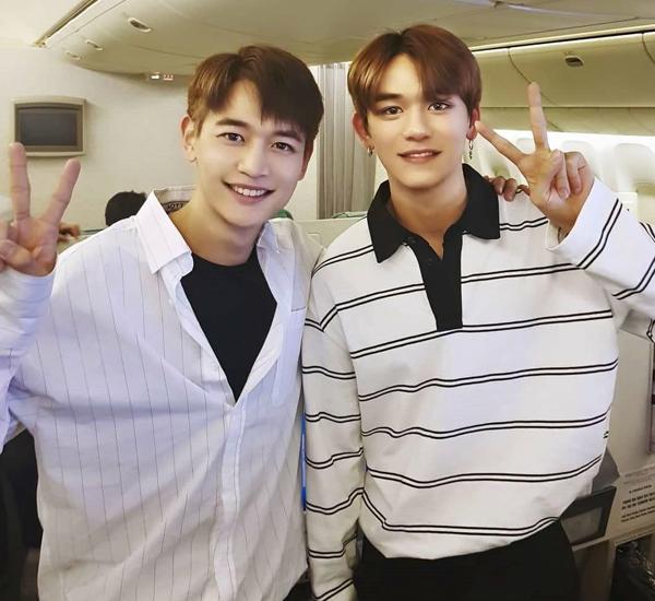Nhan sắc có nét tương tự giữa Min Ho của SHINee (trái) và Lucas (NCT) phần nào cho thấy tiêu chí tuyển chọn trai đẹp của SM.
