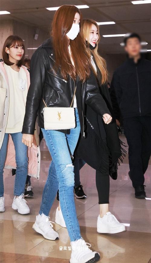 Em út Jang Won Young sở hữu đôi chân dài đáng ngưỡng mộ. Cô nàng có hình thể trưởng thành hơn so với tuổi 15.
