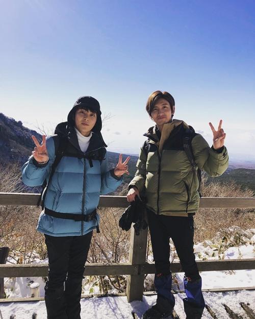 Chang Min và Xiu Min kết đôi đi leo núi ngắm cảnh tuyết.