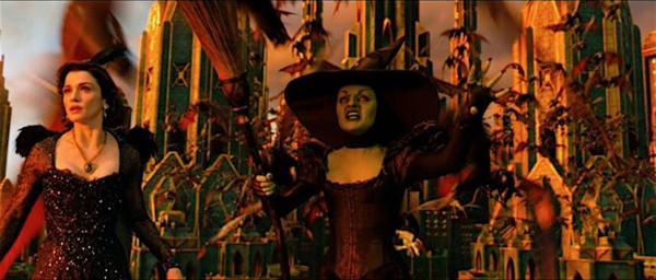 Wicked Witch của The Greatest and Powerful Oz vì hiểu lầm trong tình cảm mà hóa xanh.