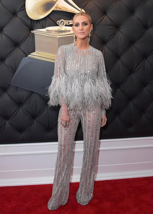 Ashlee Simpson tỏa sáng trên thảm đỏ nhờ jumpsuit lấp lánh.