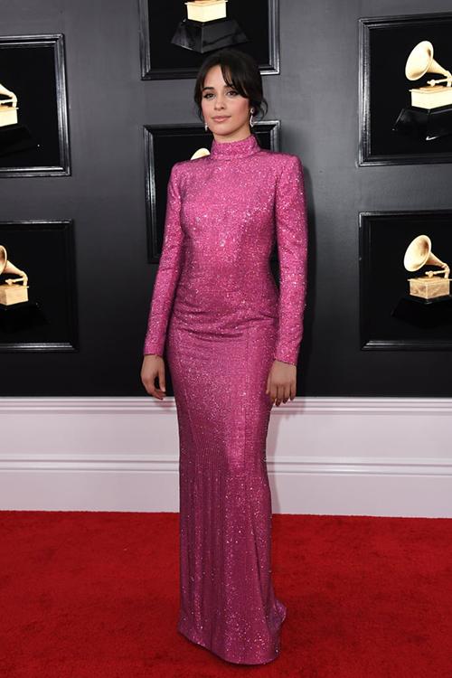 Camila Cabello lộng lẫy với bộ đầm hồng hở lưng gợi cảm.