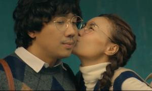 'Cua lại vợ bầu' cán mốc trăm tỷ nhanh nhất lịch sử phim Việt