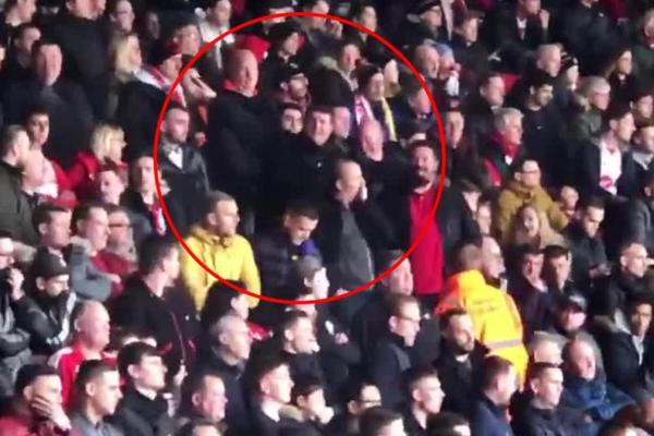 Hành vi thiếu tôn trọng của CĐV Southampton đối với Sala và đội khách Cardiff.