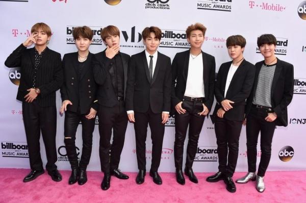 BTS tham dự sự kiện: Chàng nào cũng có loạt biệt danh để đời - 1