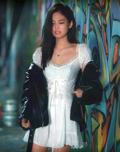 Nhìn phong cách Chi Pu bây giờ cứ ngỡ chị em thất lạc của Jennie - 1