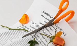 Bị chế giễu vì 'vồ ếch', cô dâu ly hôn sau 3 phút lấy chồng