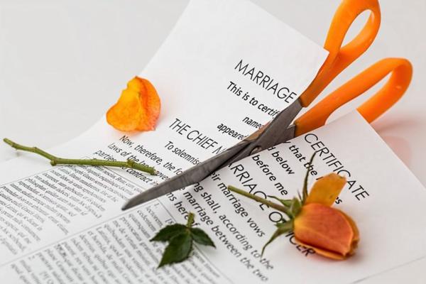 Bị chế giễu vì vồ ếch cô dâu ly hôn sau 3 phút lấy chồng