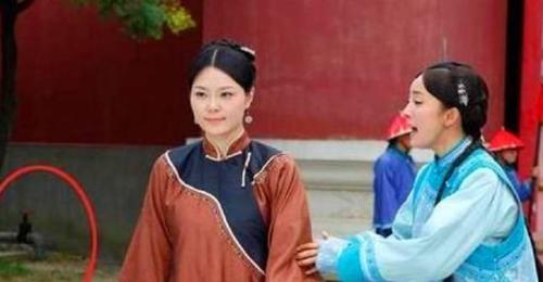 Hoàng cung thời nhà Thanh trong phim Cung tỏa tâm ngọc sử dụng hẳn vòi nước kim loạihiện đại.