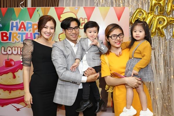Con gái cưng của diễn viên Vân Trang trở thành tâm điểm chú ý khi được 3 bà mẹ Ngọc Lan- Ái Châu  Dương Cẩm Lynh giành nhau nhận là mẹ chồng tương lai vì quá đáng yêu.
