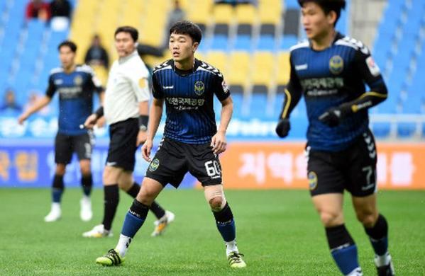Lương Xuân Trường từng khoác áo Incheon United ở mùa giải 2016.