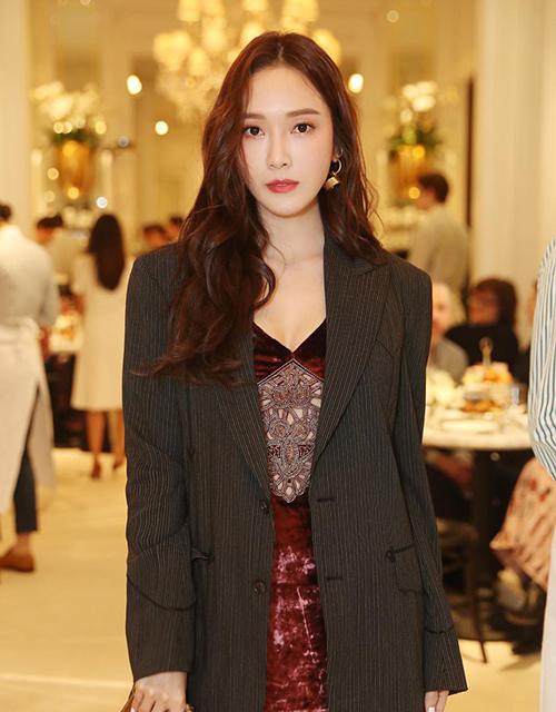 Có mối quan hệ thân thiết nhiều năm với các nhà thiết kếđồng thời còn là chủ một thương hiệu thời trang đắt khách, Jessica chạy show liên tục ở New York Fashion Week.