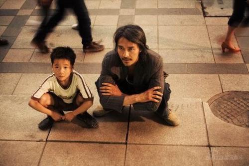 Nhiều khán giả bị sốc khi biết được rằng, vai diễn cậu con trai Châu Tiểu Địch trong Siêu khuyển thần thông của Châu Tinh Trì lại do một cô bé thủ vai.