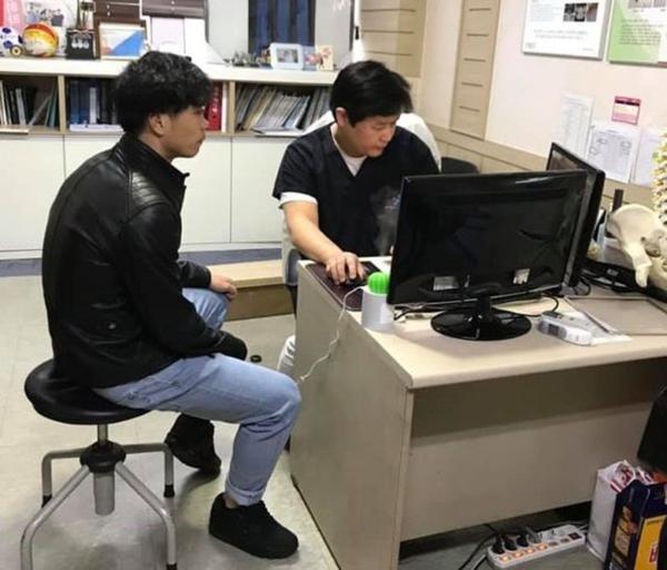 Công Phượng trong buổi kiểm tra y tế ở CLB Incheon.