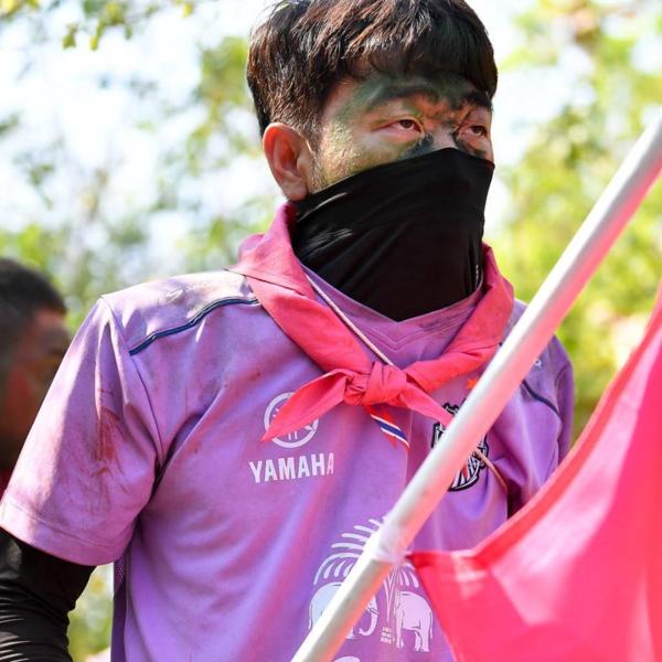 Bức ảnh trùm kín mặt của Xuân Trường có lượt tương tác cao áp đảo trên fanpage CLB Thái.