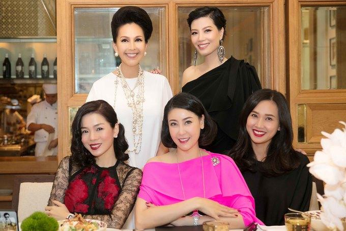 <p> Buổi tiệc có sự tham gia của các ngôi sao, người mẫu Vbiz nhiều thế hệ.</p>