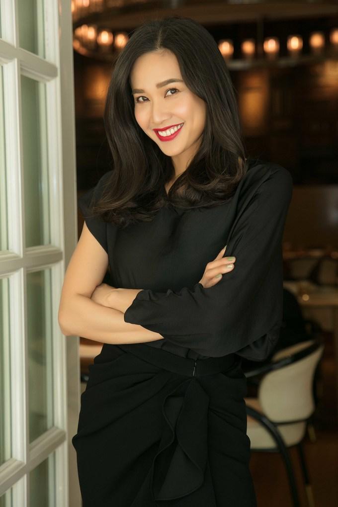 <p> Hoa hậu Phụ nữ Việt Nam qua ảnh 2006 Dương Mỹ Linh rạng rỡ với son đỏ. Năm nay, Dương Mỹ Linh dành thời gian để đón Tết tại Việt Nam.</p>