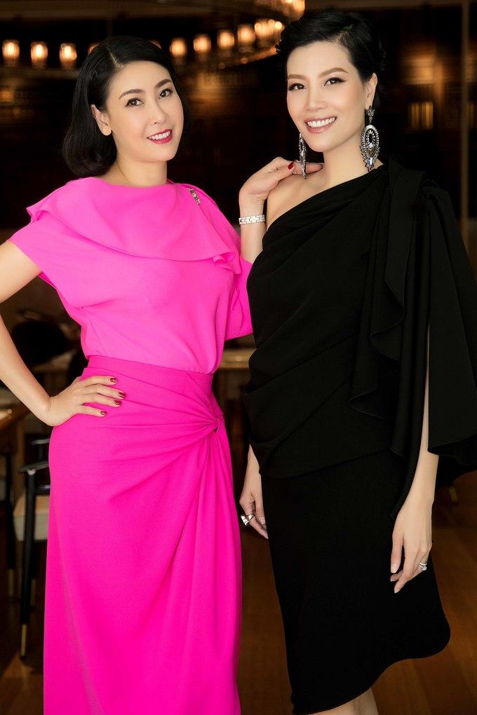 <p> Hoa hậu Hà Kiều Anh diện váy hồng rực rỡ đối lập cựu siêu mẫu Vũ Cẩm Nhung.</p>