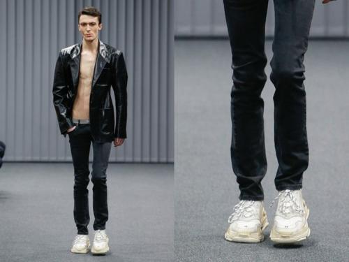 Giày bẩn của Balenciaga vẫn còn sạch chán.