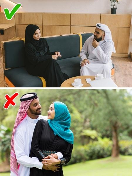 Con gái Ả Rập khổ sở với những quy tắc hà khắc - 6