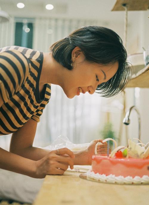 Bộ phim còn có sự tham gia của Thu Anh - cô gái từng đóng MV của Sơn Tùng MTP và là một gương mặt nổi bật của The Face 2018.
