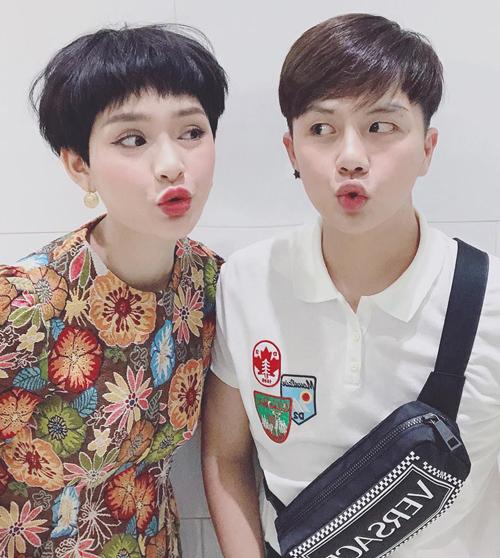 Cùng kiểu tóc và biểu cảm na ná, Hiền Hồ và Duy Khánh gây thích thú vì giống nhau như sinh đôi.