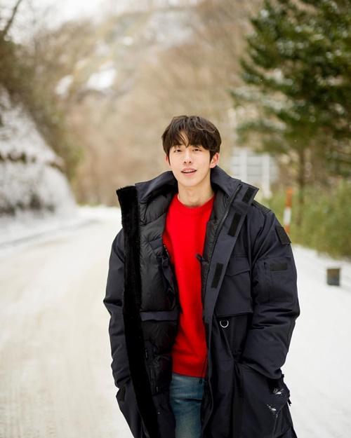 Nam Joo Hyuk khoe vẻ điển trai trong ảnh nhá hàng photobook.