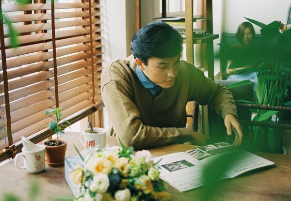 [Caption]Phim ngắn Quá Khứ Chỉ Nên Là Quá Khứ (QKCNLQK) là dự án mới nhất của người mẫu  travel blogger Trần Quang Đại gửi đến khán giả nhân dịp Valentine này. Loạt phim dài 2 tập. Tập 1 sẽ lên sóng vào ngày 14/2 và tập 2 sẽ lên sóng vào ngày 18/2.