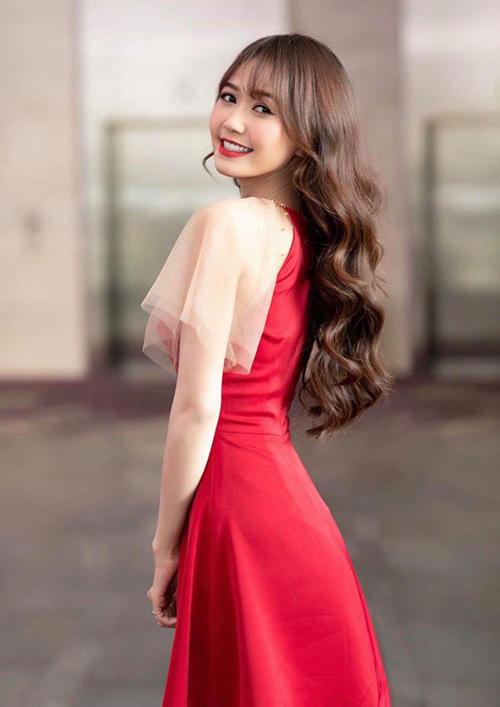 Hot girl Nhung Gumiho cũng bị bộ đầm xinh xắn có mức giá khá bình dân chinh phục. Cô nàng chọn mặc khi đi sự kiện.
