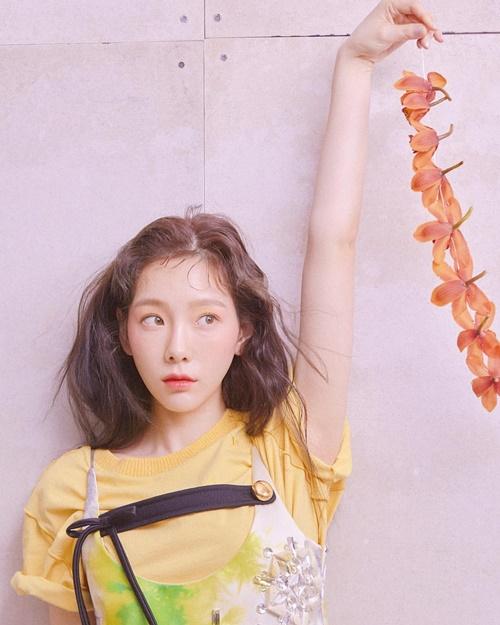 Kid leader Tae Yeon mặt ngây thơ đáng yêu trong ảnh tạp chí.