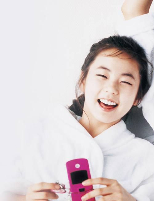 Sohee khi không cười có phần xa cách, lạnh lùng. Nụ cười của nữ ca sĩ dễ dàng đốn tim người đối diện.