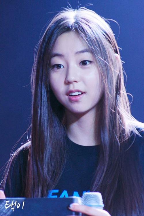 Thời mới ra mắt, Sohee là biểu tượng của vẻ đẹp ngây thơ, trong sáng. Cô nàng được netizen cưng hết mực, là em gái quốc dân và hình mẫu trong mơ của nhiều chàng trai. Mỹ nhân nhà JYP phá vỡ định kiến chỉ mắt 2 mí mới đẹp của công chúng Hàn.