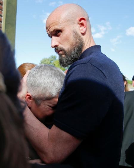 Hàng nghìn người hâm mộ khóc thương trong đám tang Emiliano Sala - 6