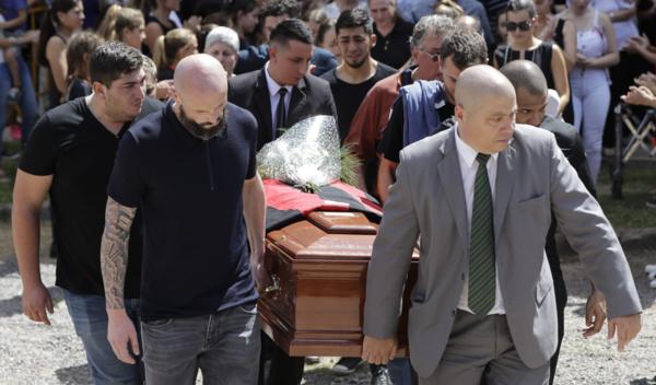 Hàng nghìn người hâm mộ khóc thương trong đám tang Emiliano Sala
