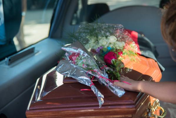 Hàng nghìn người hâm mộ khóc thương trong đám tang Emiliano Sala - 1