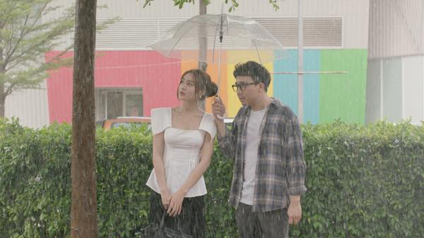 Vượt qua Em chưa 18, Cua lại vợ bầu trở thành phim ăn khách nhất lịch sử điện ảnh Việt - 1