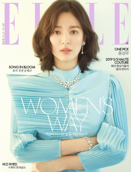 Song Hye Kyo được chọn mặt gửi vàng làm người mẫu trang bìa của ELLE. Tạp chí miêu tả bà xã Song Joong Ki đẹp như nữ thần mùa xuân.